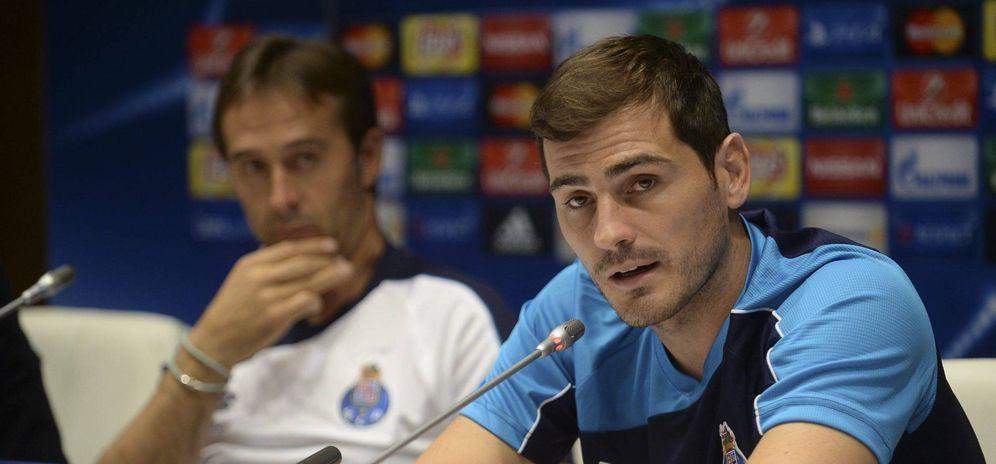 Foto: Julen Lopetegui e Iker Casillas, durante una rueda de prensa con el Oporto (Cordon Press).