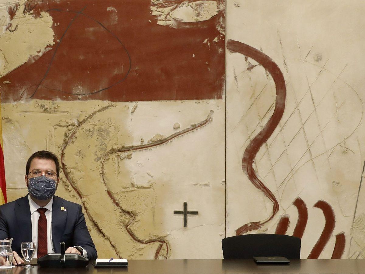 Foto: Pere Aragonés, junto a la silla vacía de Quim Torra. (EFE)