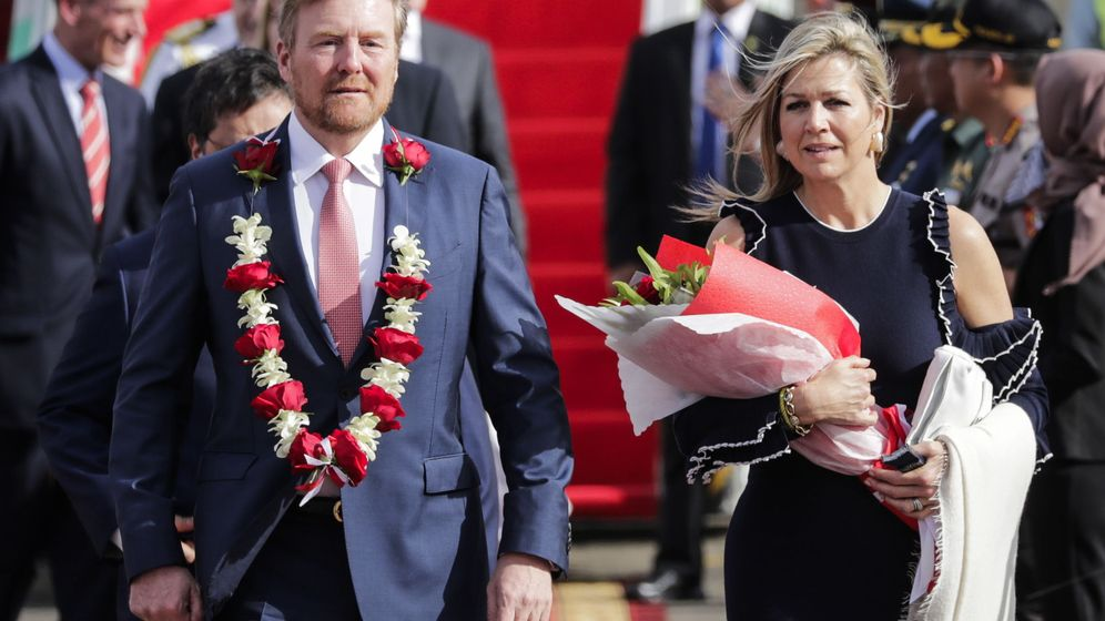 Foto: Los reyes de Holanda, a su llegada a Yakarta. (EFE)