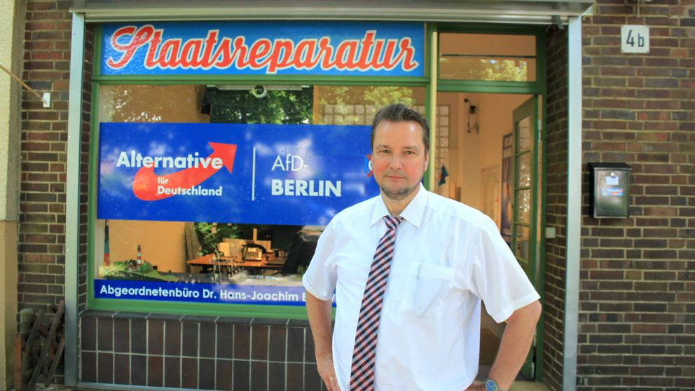 Repoblación alemana y segregación escolar: receta política de un ultra entre extranjeros