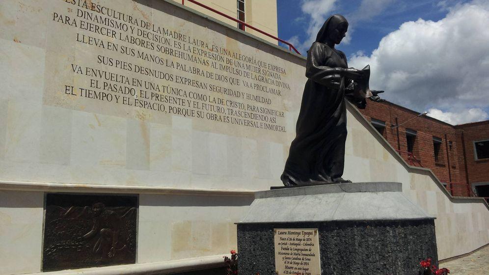 Foto: Monumento a Madre Laura de Santa Catalina de Siena en el Santuario de Medellín.
