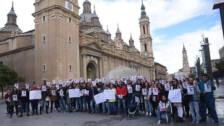 Concentración de sanitarios de Trebujena en Zaragoza (Efe)