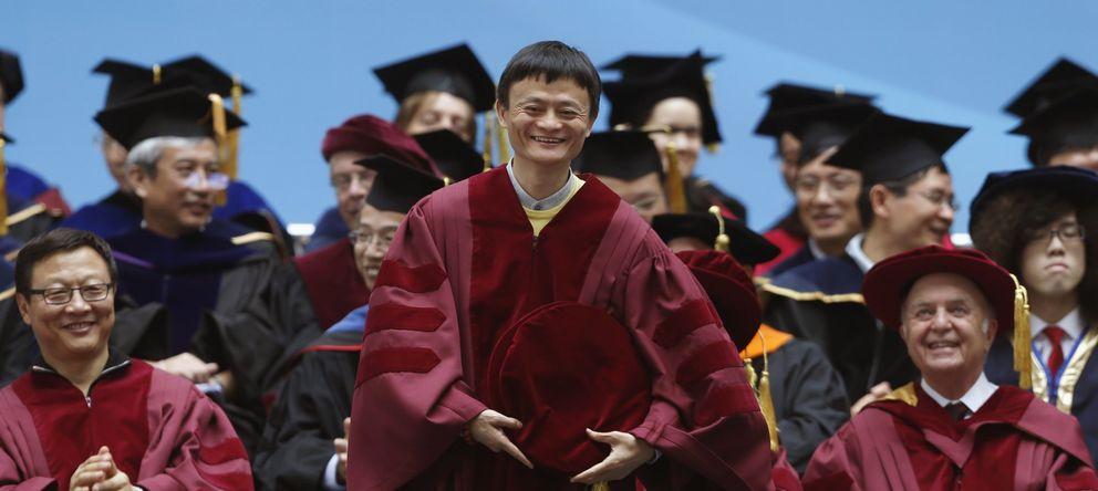 Foto: Jack Ma, al recibir el doctorado honorífico en administración de empresas en la universidad de Hong Kong, en 2013. (Reuters)