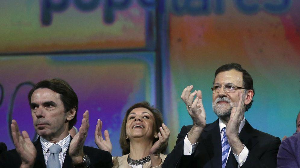 Foto: El presidente del Gobierno, Mariano Rajoy, y el expresidente José María Aznar, en la Convención Nacional del PP. (Reuters)