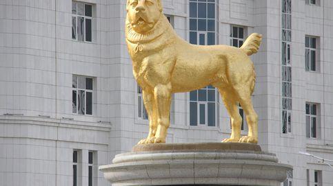 Inauguran una gigantesca estatua de oro de un perro en Turkmenistán