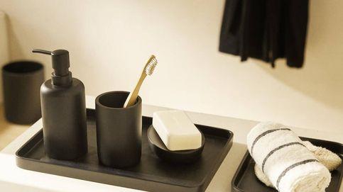 Cinco complementos de Zara Home con los que dar un elegante toque negro a tu baño