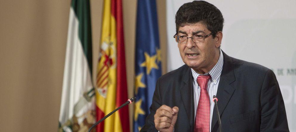Foto: El vicepresidente de la Junta de Andalucía, Diego Valderas durante una rueda de prensa (Efe)
