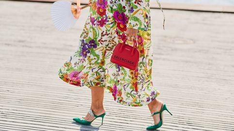 Los vestidos de flores son para las invitadas de verano