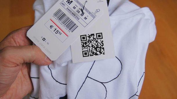 Foto: Etiqueta de Zara con el código QR.