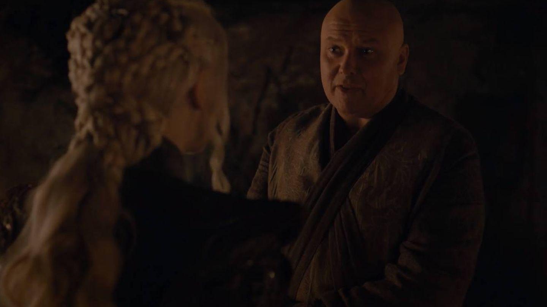 Daenerys pidiéndole a Varys que cambie la traición por la sinceridad
