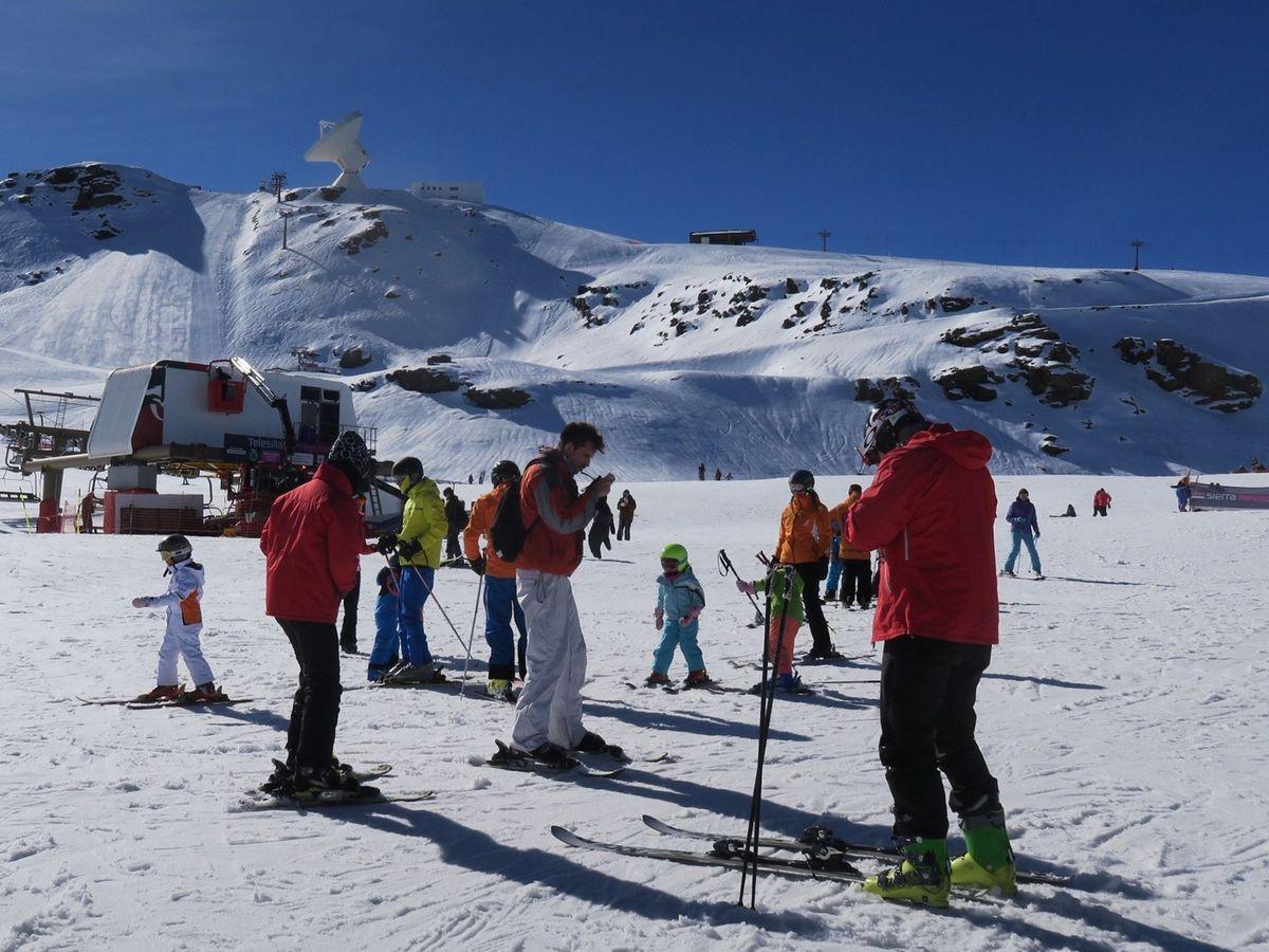 Foto: Esquiadores en Sierra Nevada. (EFE)