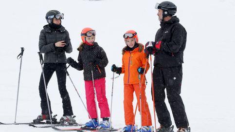El fin de semana de esquí y diversión de los Reyes y sus hijas en Astún