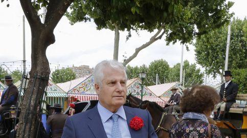 El duque de Alba y la misteriosa (y cariñosa) italiana que le 'hace ojitos' en la Feria de Abril