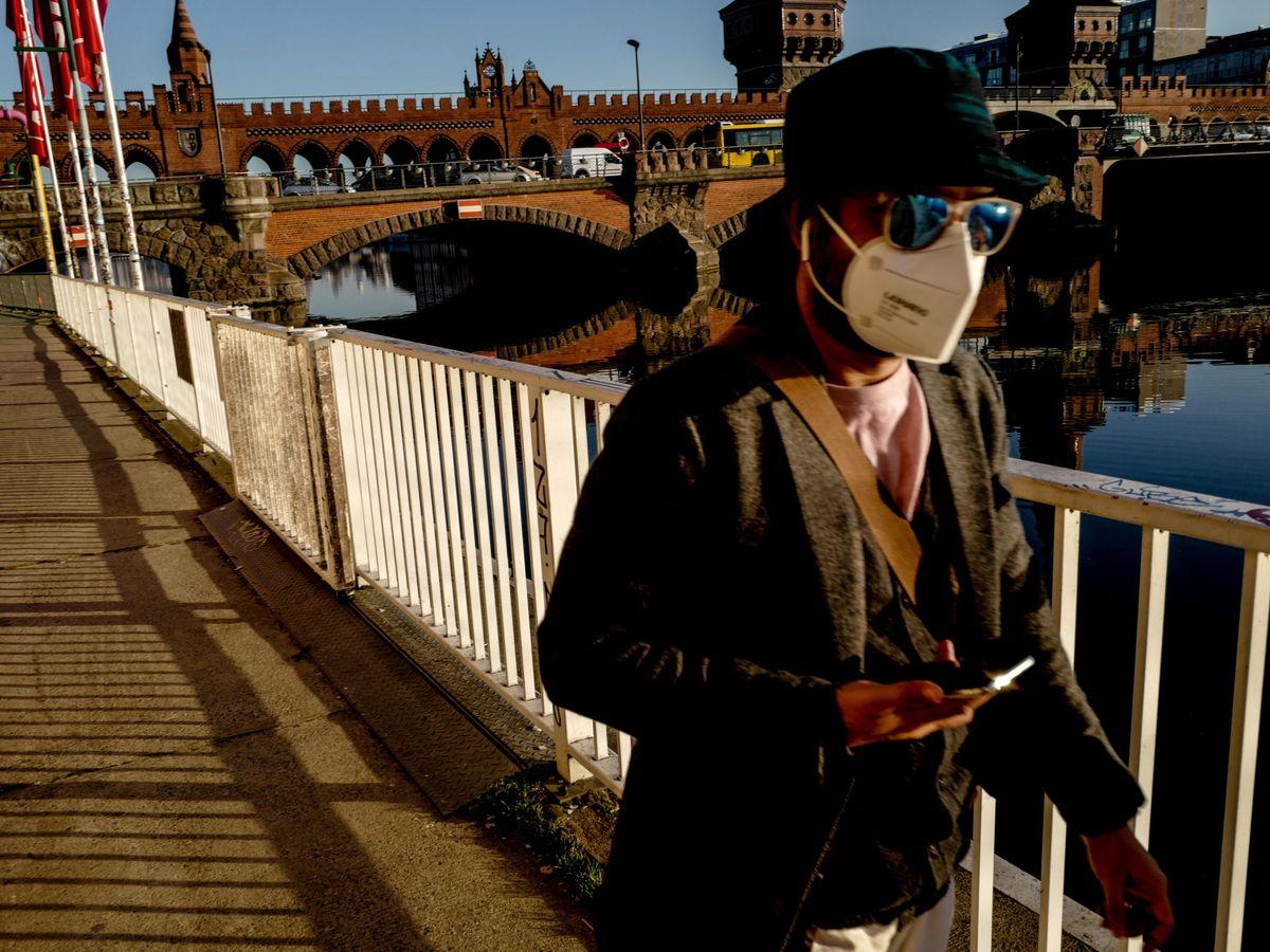 Foto: Un hombre pasea en Berlín. (EFE)