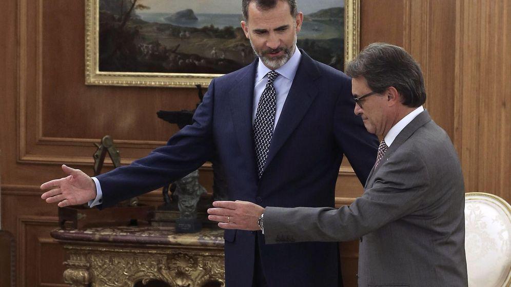 Foto: Felipe VI y Artur Mas, en la recepción real de ayer. (EFE)