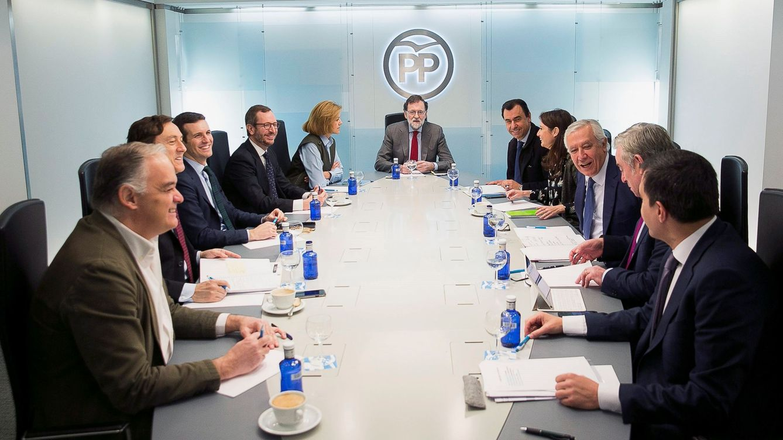 Rajoy cita a sus barones para debatir cómo paliar el bloqueo de la legislatura