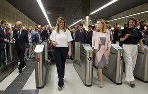 Díaz inaugura el Metro de Málaga: ni wifi ni mamparas y 5 protestas