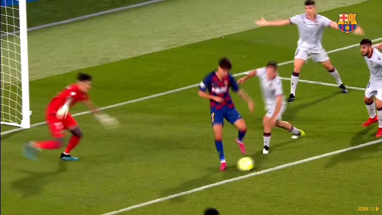 Álex Collado, jugador del Barcelona B, marca el gol más estratosférico de la temporada