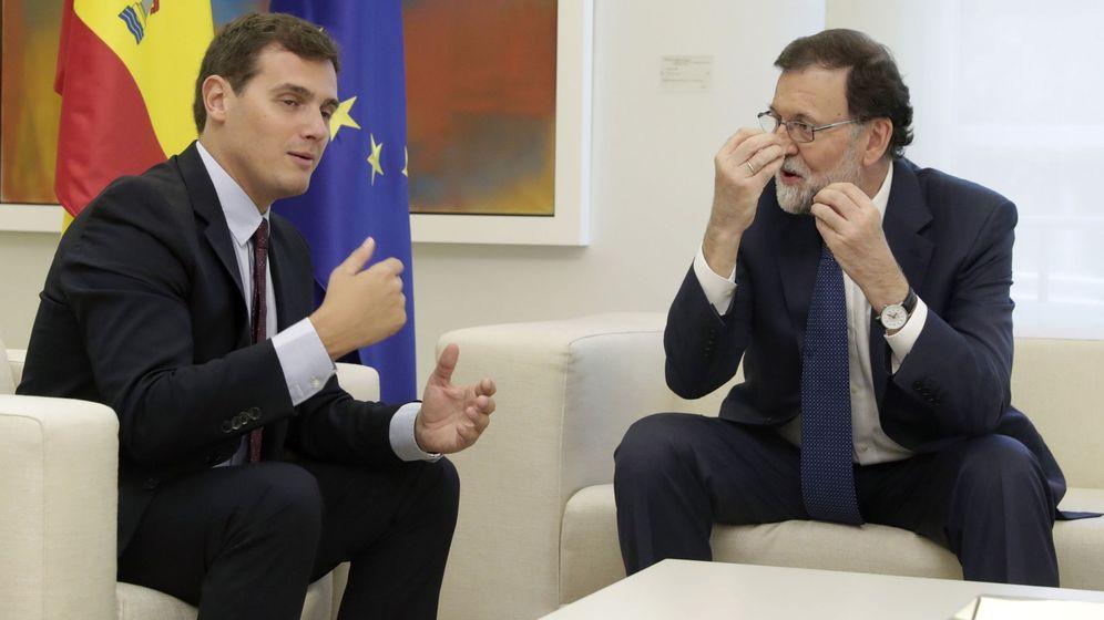 Foto: Un sondeo asegura que el PP y CS ganarían las municipales en 14 capitales españolas. (EFE)