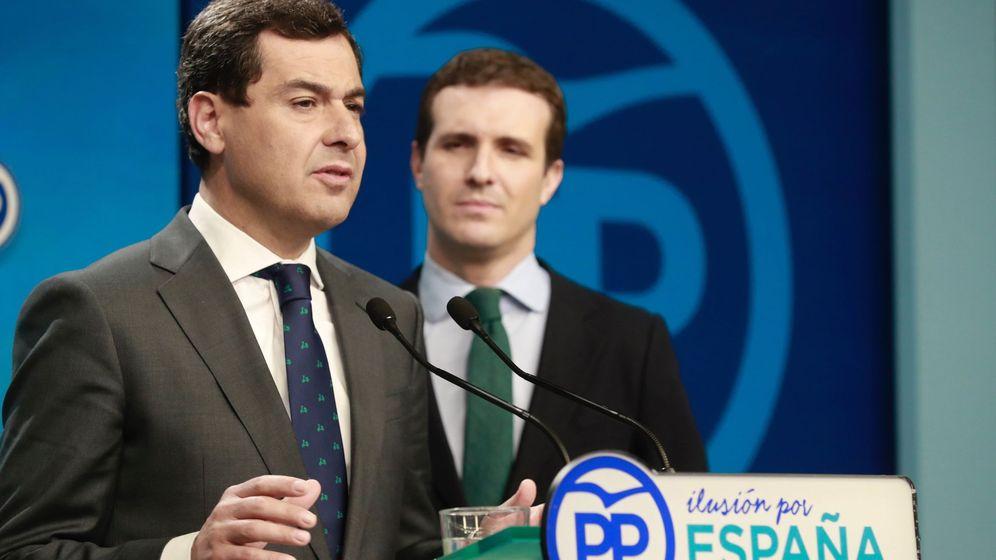Foto: El presidente del PP, Pablo Casado (d), junto al presidente de la Junta, Juanma Moreno. (EFE)