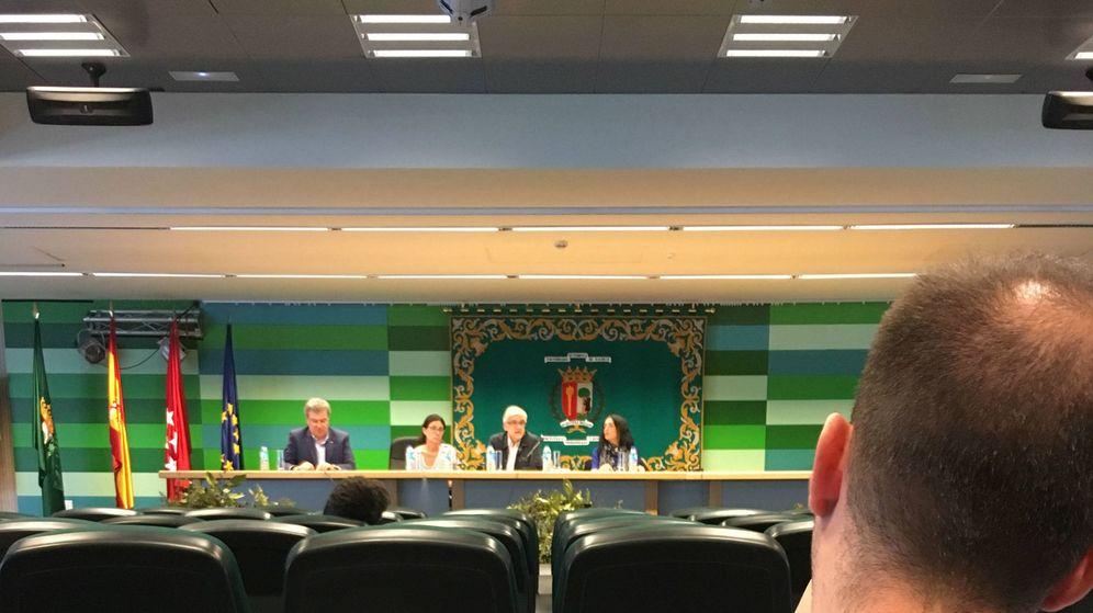 Foto: De izquierda a derecha: Máximo Juan Pérez, Paula San Miguel, Antonio Perdices y Beatriz Vozmediano, durante la sesión informativa para alumnos del 24 de mayo. (Pablo Gabilondo)