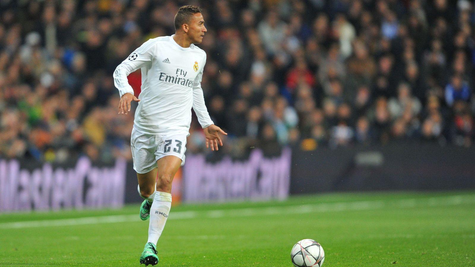 Foto: La afición del Real Madrid no tuvo piedad y silbó con insistencia a Danilo (Cordon Press)