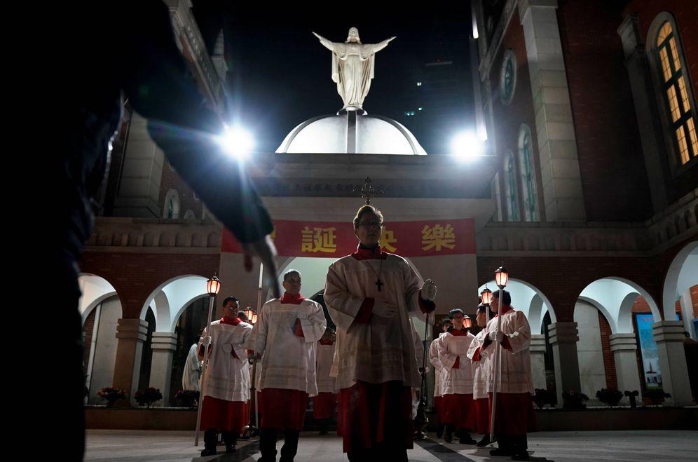Foto: Católicos chinos durante una misa de Navidad en Shanghái. (Reuters)