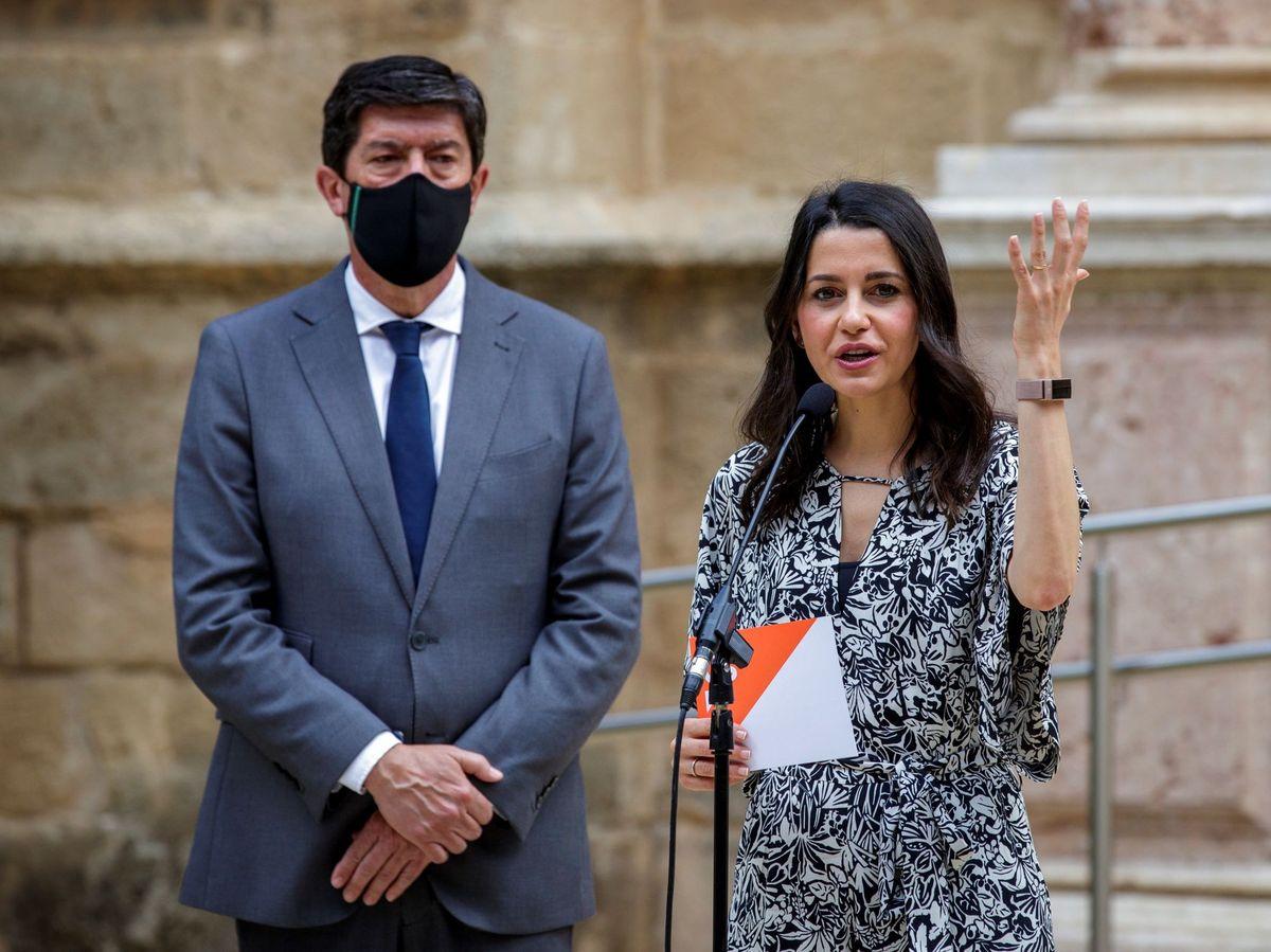 Foto: La líder de Cs, Inés Arrimadas, acompañada por el vicepresidente del Gobierno andaluz, Juan Marín. (EFE)