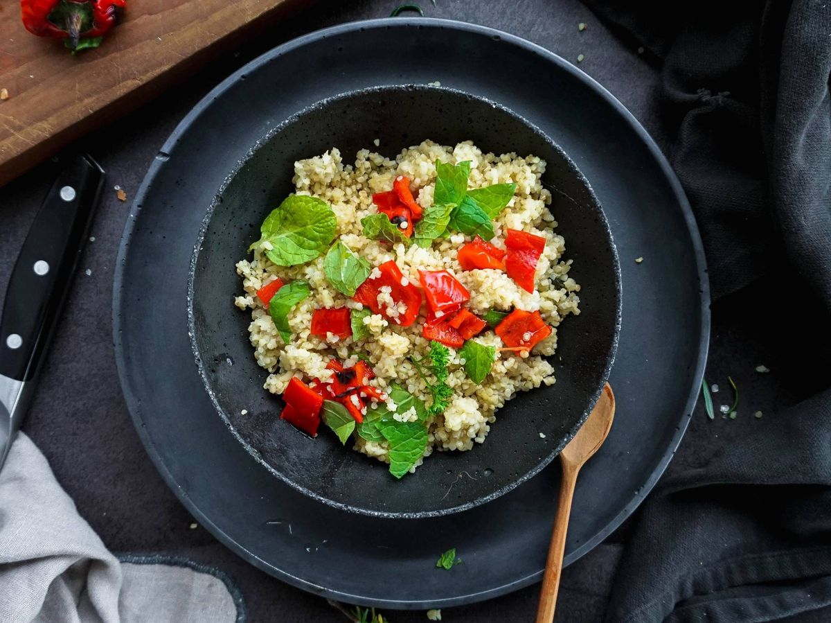 Foto: Incluye la quinoa en tu dieta para adelgazar. (Nick Bratanek para Unsplash)