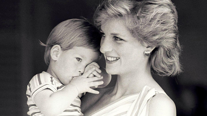 Diana de Gales con Harry en Marivent. (Reuters)