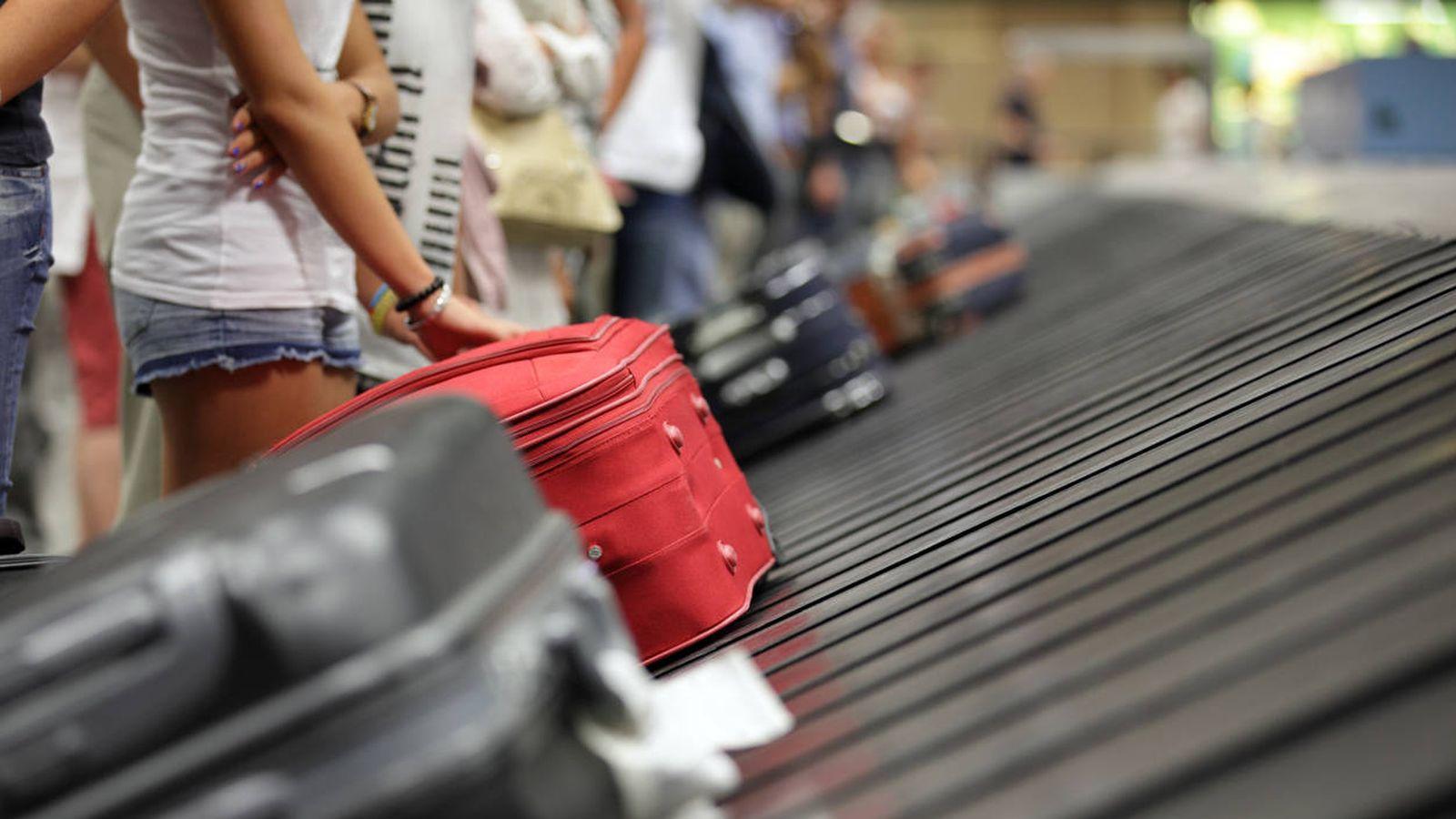 dac65f1d4 Virales: El truco para conseguir que tu maleta salga la primera en la cinta  del aeropuerto