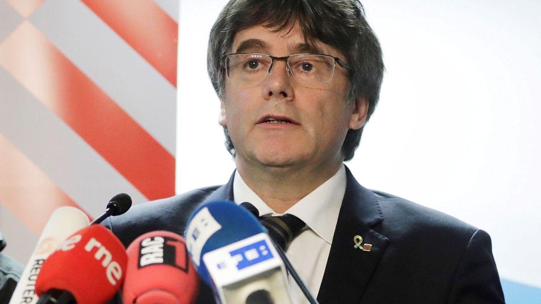 Puigdemont convoca una cumbre urgente para frenar un 'golpe de estado' en el PDeCAT