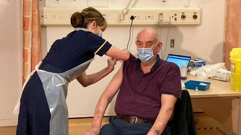 Un hombre de 82 años, el primero que recibe la vacuna de Oxford y AstraZeneca