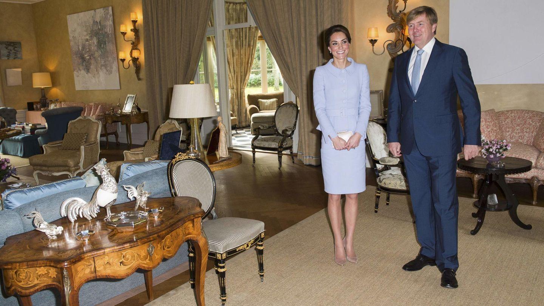 La duquesa de Cambridge en el salón de Villa Eikenhorst. (Reuters)