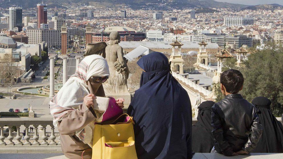 Dos detenidos en Barcelona por agredir a una embarazada que llevaba 'niqab'