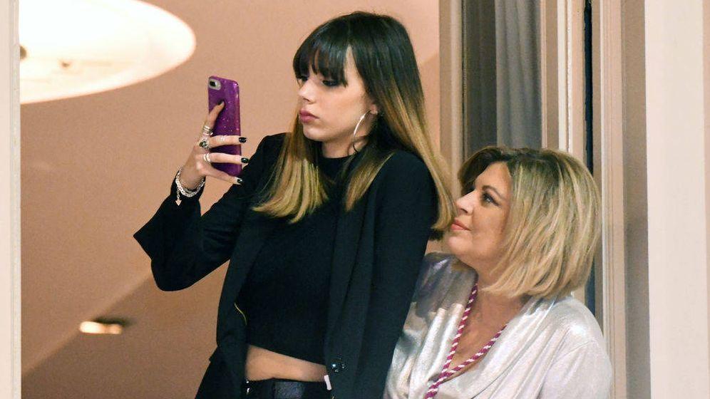 Foto: Terelu Campos con su hija Alejandra en Málaga. (Telecinco)