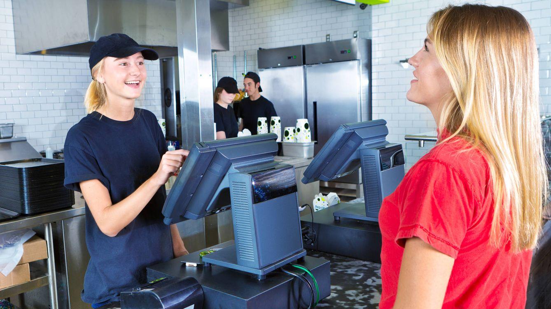Así controlan a los trabajadores de las cadenas de comida rápida