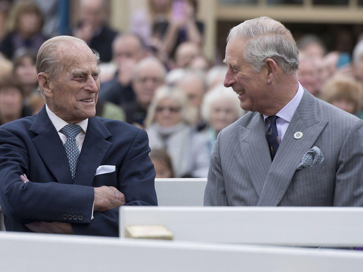 Foto: Felipe, Duque de Edimburgo, y su hijo, Carlos de Inglaterra. (Getty)