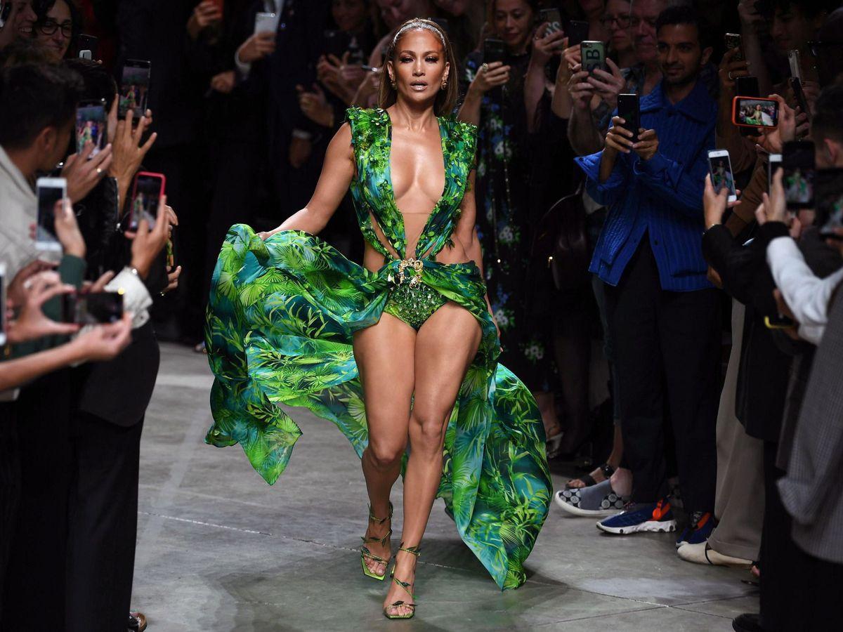 Foto: Jennifer Lopez con su 'Jungle dress' de Versace. (EFE)
