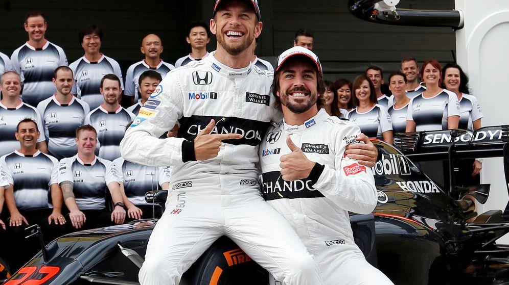 Foto: Jenson Button y Fernando Alonso el año pasado. (Reuters)