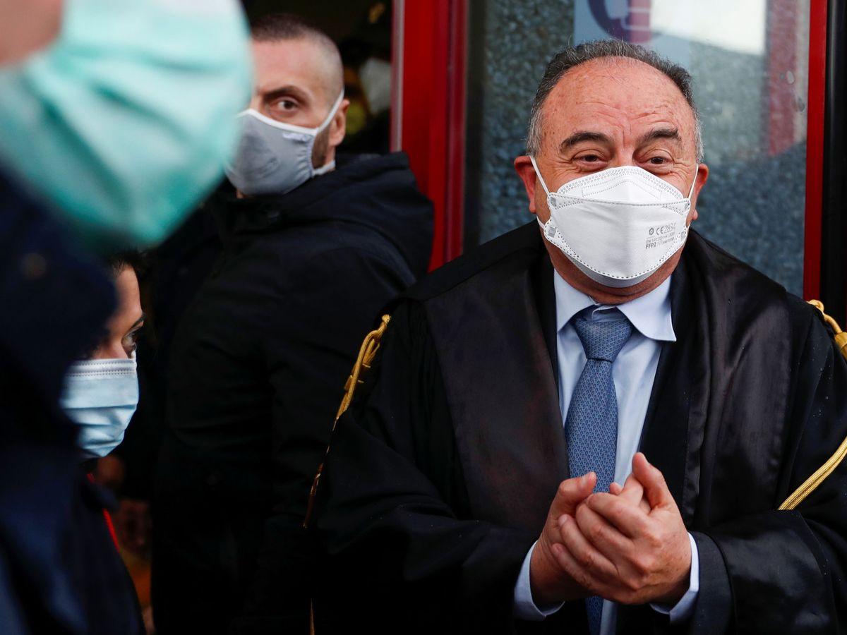 Foto: Nicola Gratteri, durante una pausa del juicio que empezó ayer. (EFE)