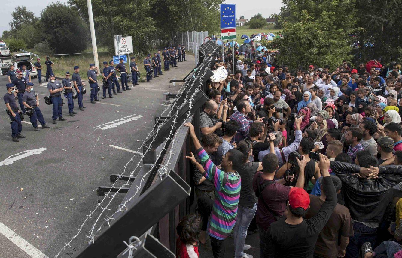 Foto: Migrantes en la frontera de Hungría, cerca del pueblo de Horgos, Serbia, el 16 de septiembre de 2015 (Reuters).