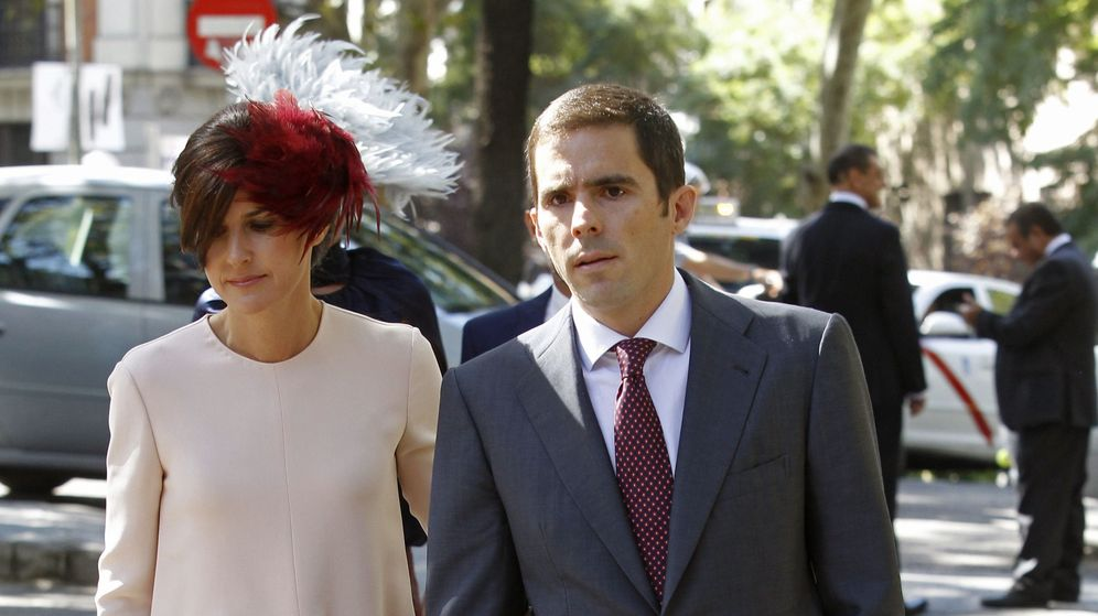 Foto: José María y su esposa, Mónica Abascal, en la boda de Luis Martínez de Irujo. (EFE)