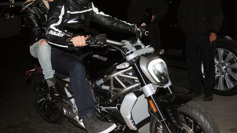 Bradley Cooper, pillado en moto con una despampanante rubia: ¡Lady Gaga!