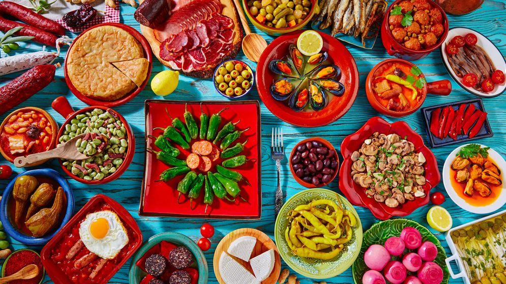 Foto: Surtido de típicas tapas españolas. (iStock)
