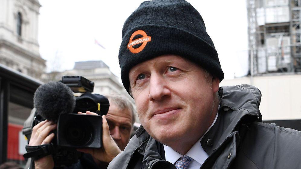 Foto: El primer ministro británico, a su salida de la reunión con su gabinete. (EFE)
