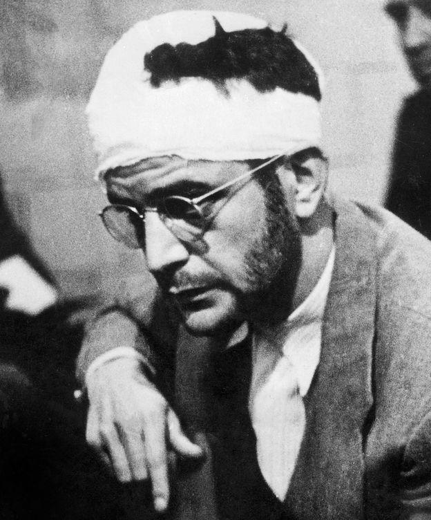 Foto: Ramón Mercader, tras haber asesinado a Trotsky, en una foto de archivo. (Cordon Press)