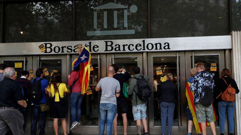 Protesta frente al Banco de España y barricadas en Barcelona: los vídeos del 1-O