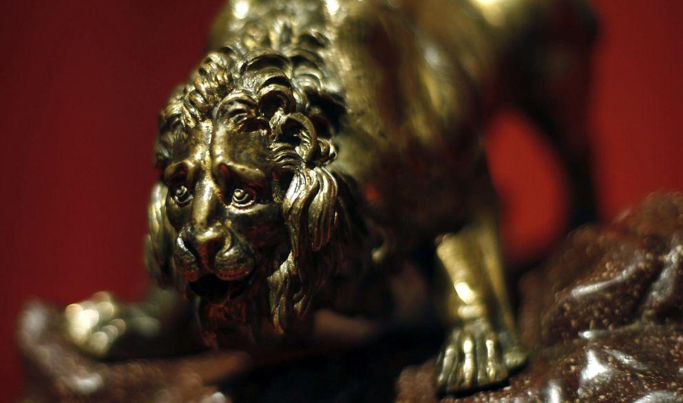 Foto: León del modelo de la Fuente de los cuatro ríos, en la exposición de Bernini del Museo del Prado (EFE)