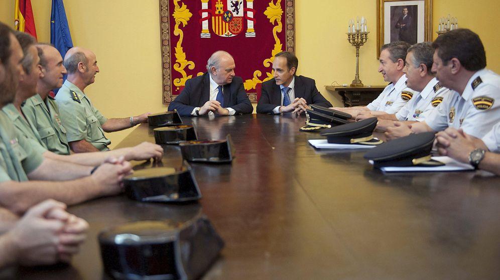 Foto: El ministro del Interior, Jorge Fernández Díaz, en una reunión con cuerpos policiales de Cantabria. (EFE)
